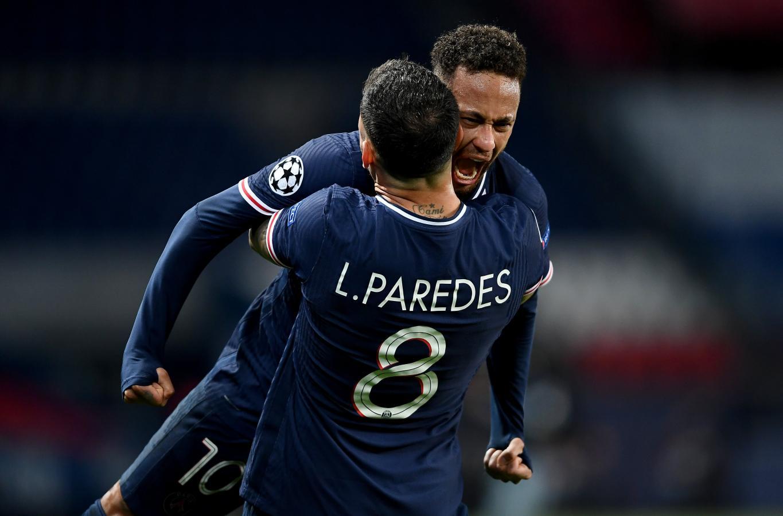 Paredes, Neymar y el inmenso desahogo tras el pitazo final y la clasificación asegurada. Foto: @ChampionsLeague