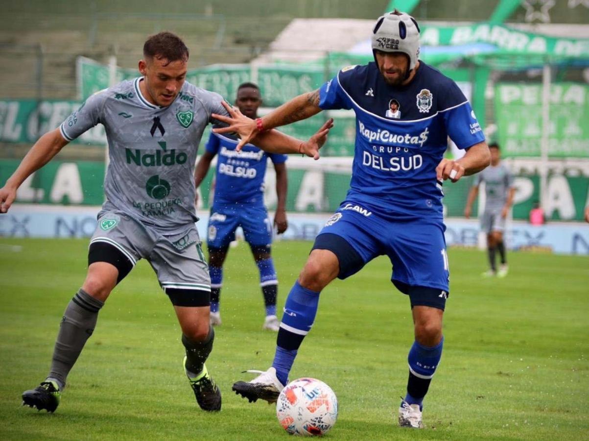 Uruguayo cabeza dura. Aleman jugó con protección por un traumatismo en el pómulo. Gimnasia