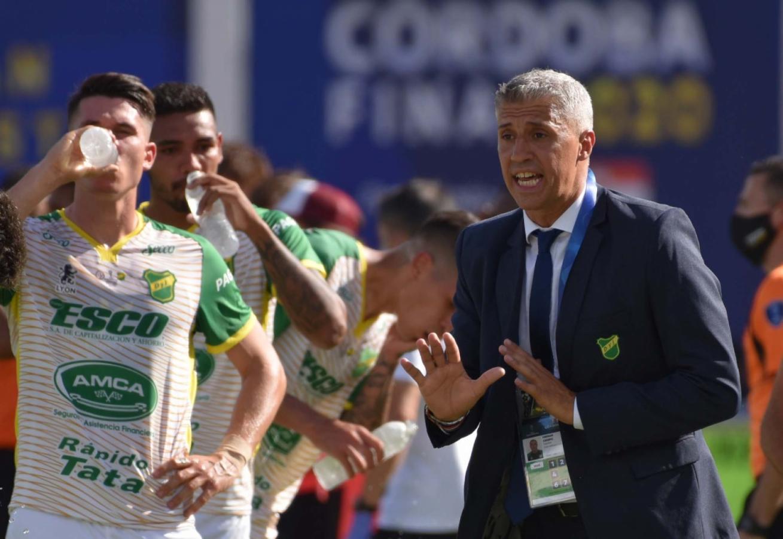 Crespo aprovecha un parate para hacer ajustes. Su equipo dio una demostración de fútbol total en Córdoba.
