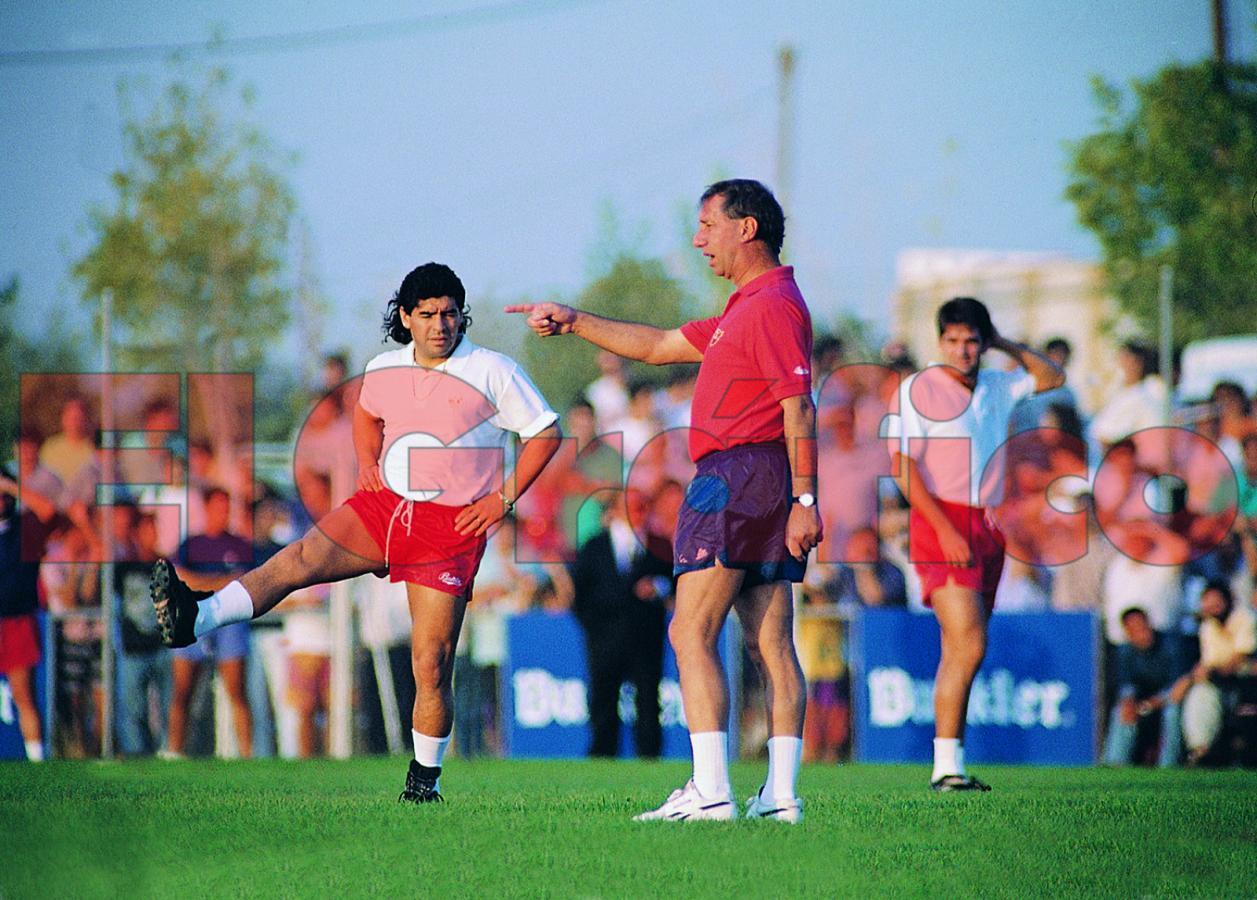 Bilardo y Maradona en Sevilla. Lealtad y trompadas. Foto Fabián Mauri
