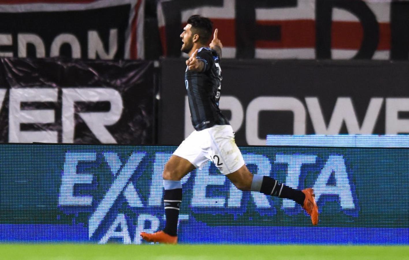 Javier Toledo celebrando en el Monumental. El delantero está a disposición del entrenador y quiere volver a festejar ante River.