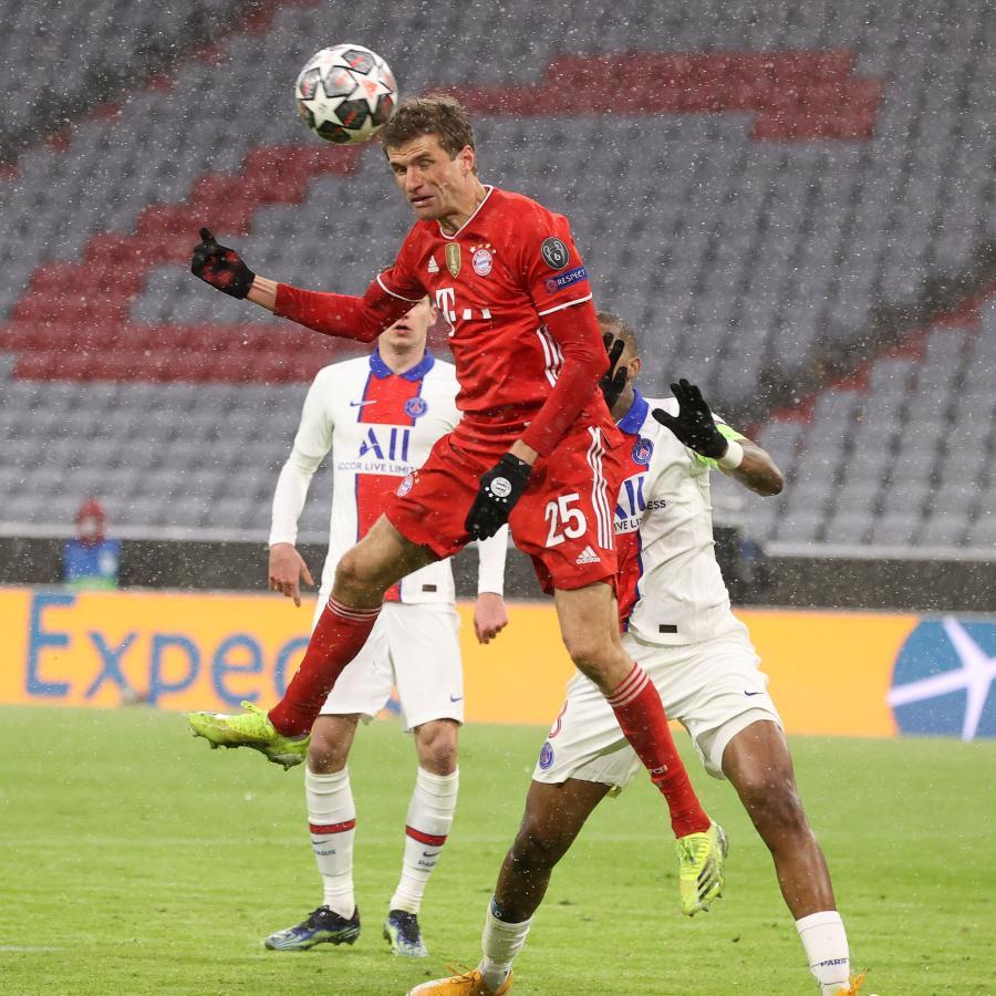 De cabeza también, Thomas Müller puso el 2-2 parcial. Fútbol total el que se vivió en Múnich. Foto: @ChampionsLeague
