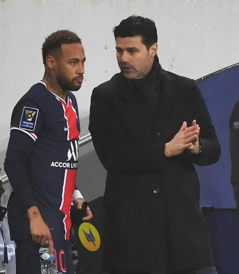 Primer título para Pochettino, que volvió a contar con Neymar (Denis Charlet / AFP)