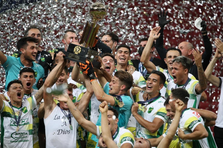 Defensa ya salió campeón. UESLEI MARCELINO, AFP POOL
