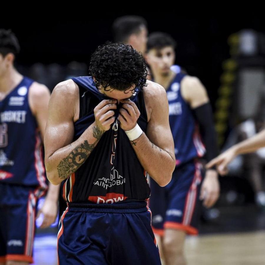 Bahía Basket y el profundo dolor que significa la pérdida de la categoría. Duro cachetazo al proyecto encabezado por Pepe Sánchez. Fotos: @LigaNacional
