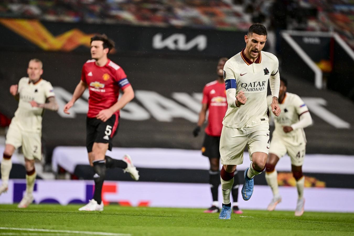 Lorenzo Pellegrini fue la figura de la cancha en el primer tiempo con un gol de penal y una asistencia.