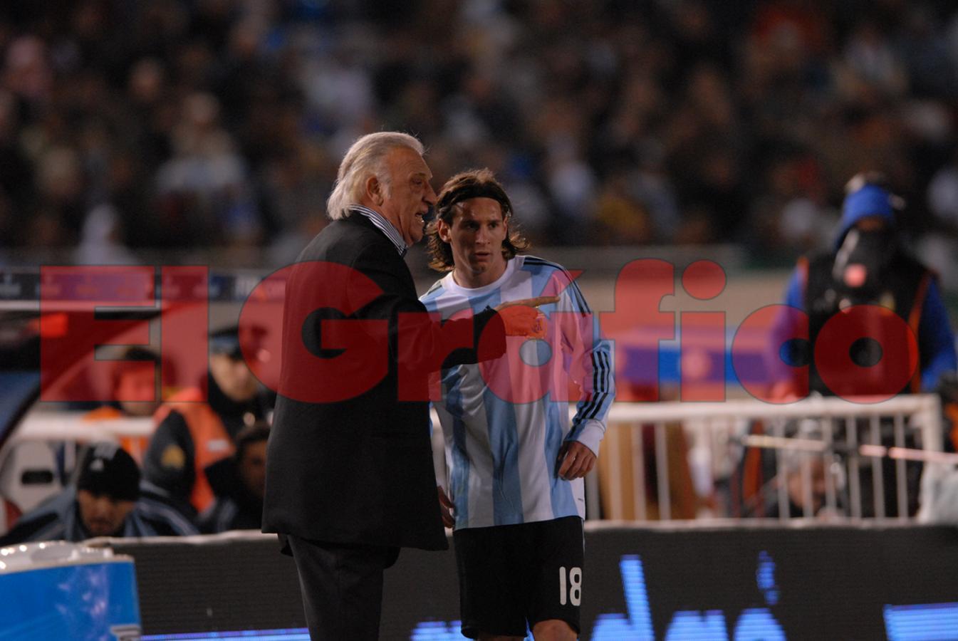 Basile y Messi en las eliminatorias para el Mundial 2010