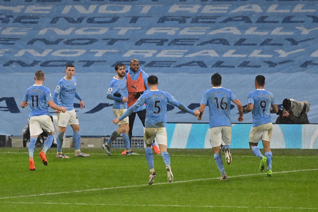 Manchester City, a 2 puntos de la cima con un partido menos