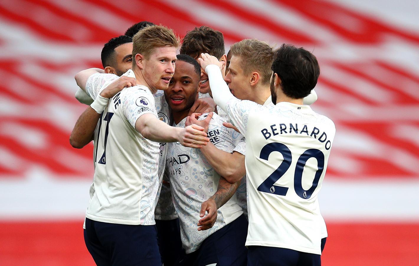 El equipo de Guardiola logró en Londres su decimotercer triunfo de manera consecutiva en la actual Premier League.
