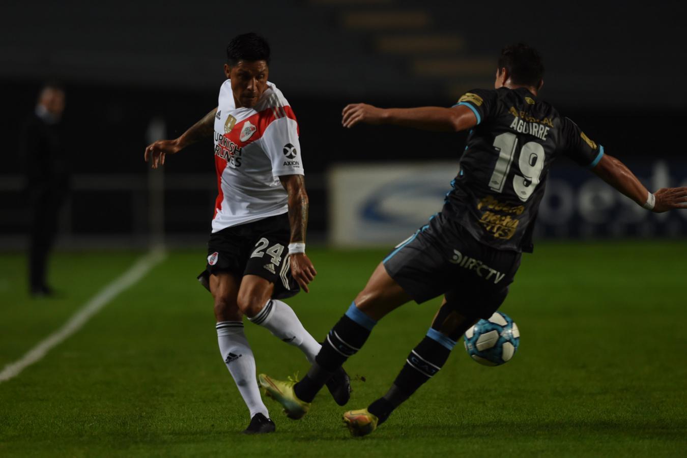 Enzo Pérez fue otra vez fundamental en el mediocampo de River, manejando los tiempos del partido y distribuyendo la pelota con criterio. Foto: @RiverPlate