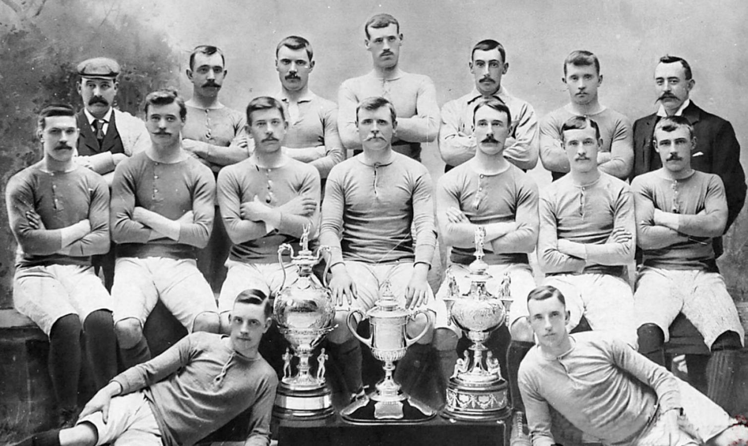 El Rangers 1896-97 mostraba sus primeros títulos: Glasgow Cup, Scottish Cup y la Glasgow Charity Cup Trophy
