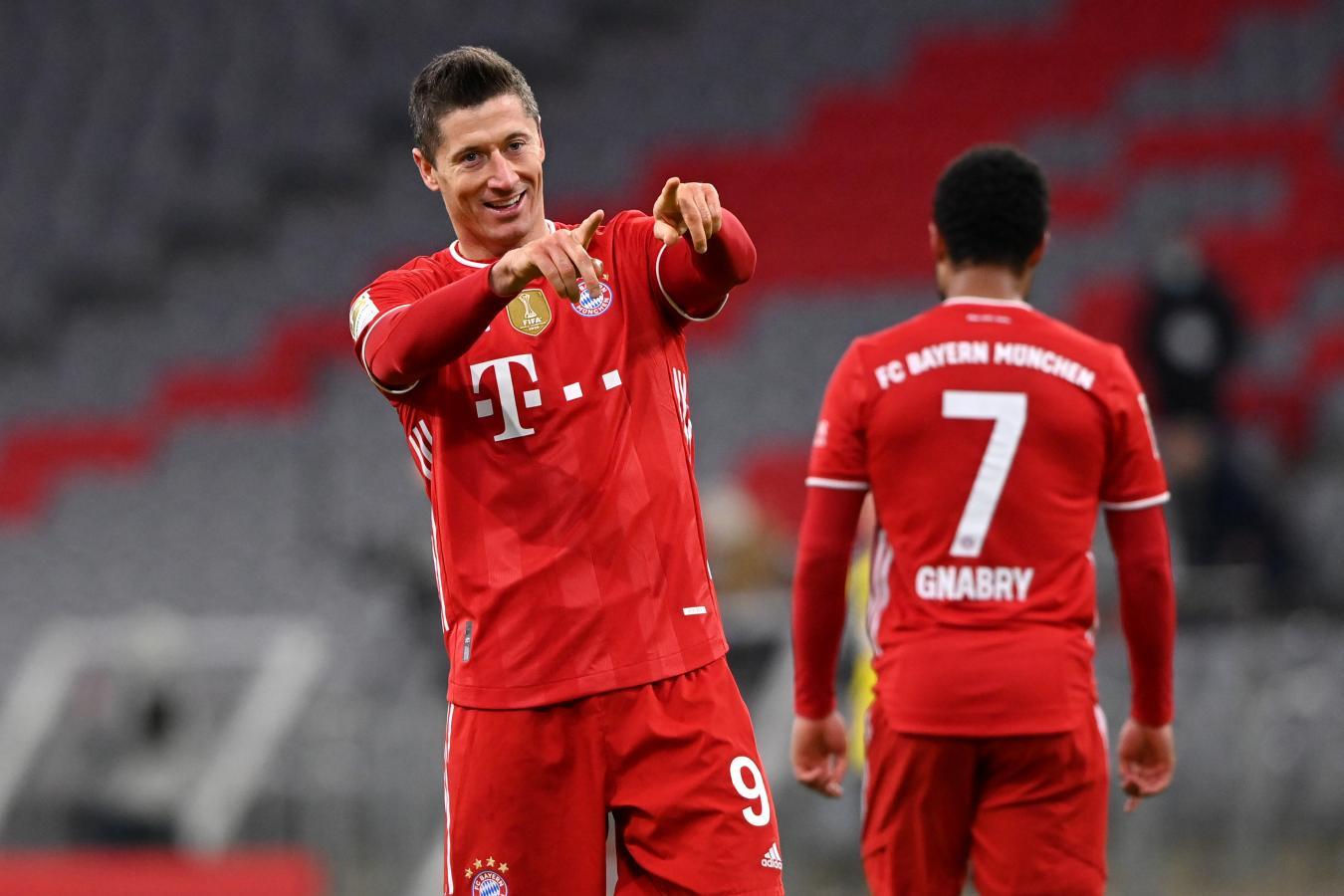 El Balón de Oro y otra jornada histórica. Llegó a los 31 goles en la Bundesliga con los 3 de hoy y su conjunto se mantiene en la cima.