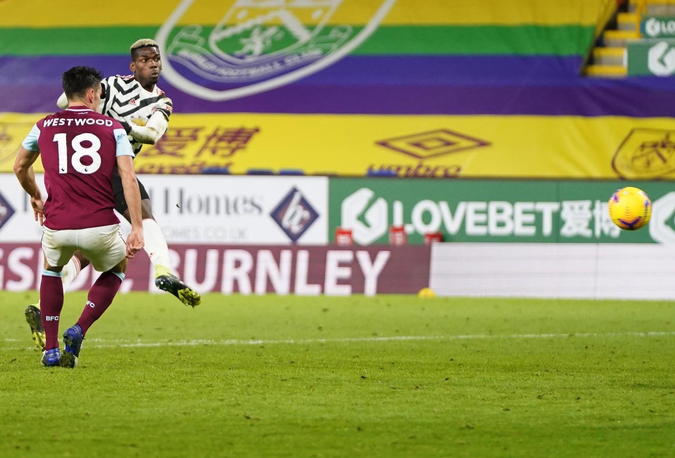 El gol de Pogba dejó a Manchester United como único líder