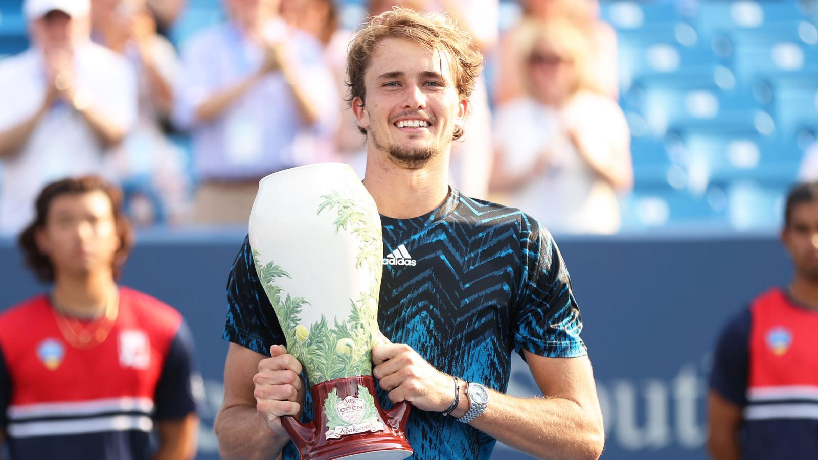 El aleman Alexander Zverev se lleva su primer título en Cincinati tras doblegar con autoridad en la final al ruso Rublev en dos sets.