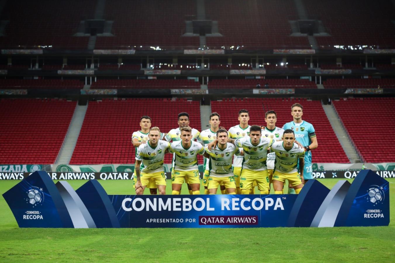 Una foto para la historia. El once que comenzó la final. CONMEBOL