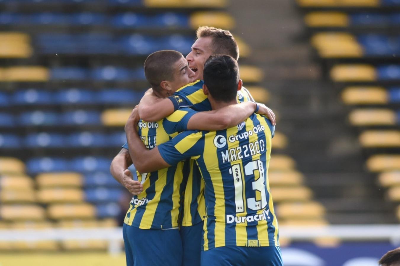 Abrazo de gol. @CARCoficial