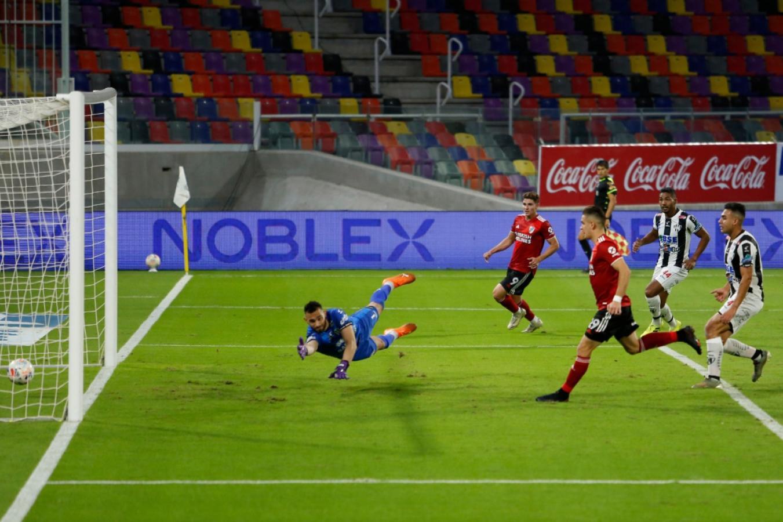 Borré volvió a gol y marcó por duplicado. Este es el primero tras una asistencia de Álvarez. Foto: Emilio Rapetti (Telam)
