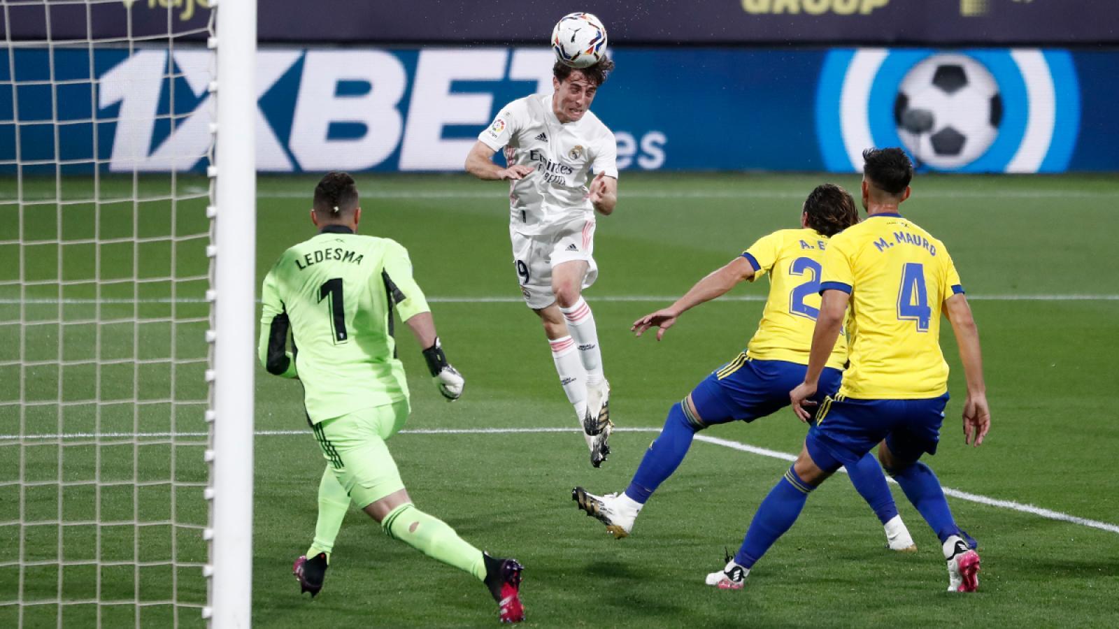 Álvaro Odriozola marcó el segundo tanto del encuentro con este cabezazo, tras centro de Benzemá.