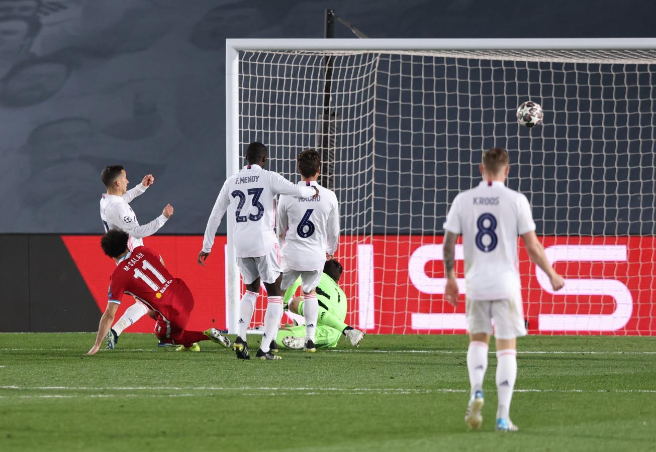 Salah anotó el siempre importante gol en condición de visitante. Fue el descuento de Liverpool.