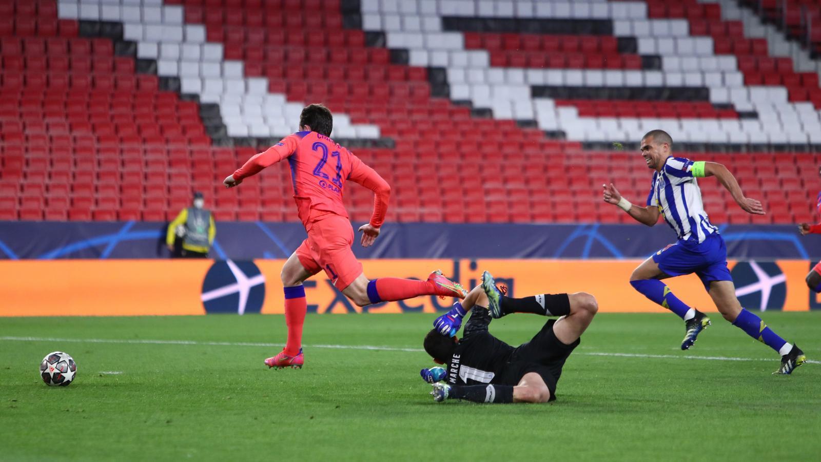 Chilwell se mandó al ataque y marcó el segundo tanto de Chelsea. Fotos: @ChampionsLeague