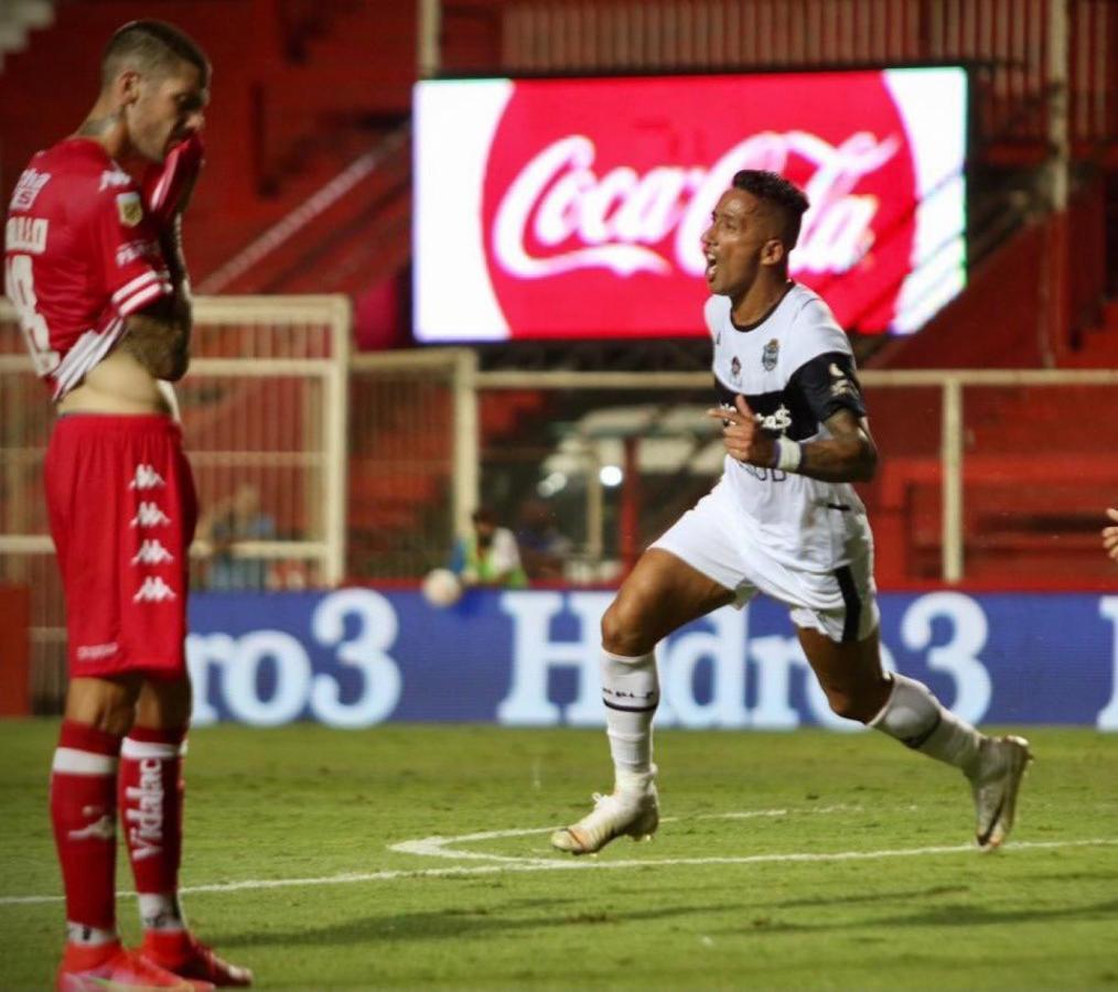 Lucas Barrios le dio el empate a Gimnasia en Santa Fe (Foto: @gimnasiaoficial)