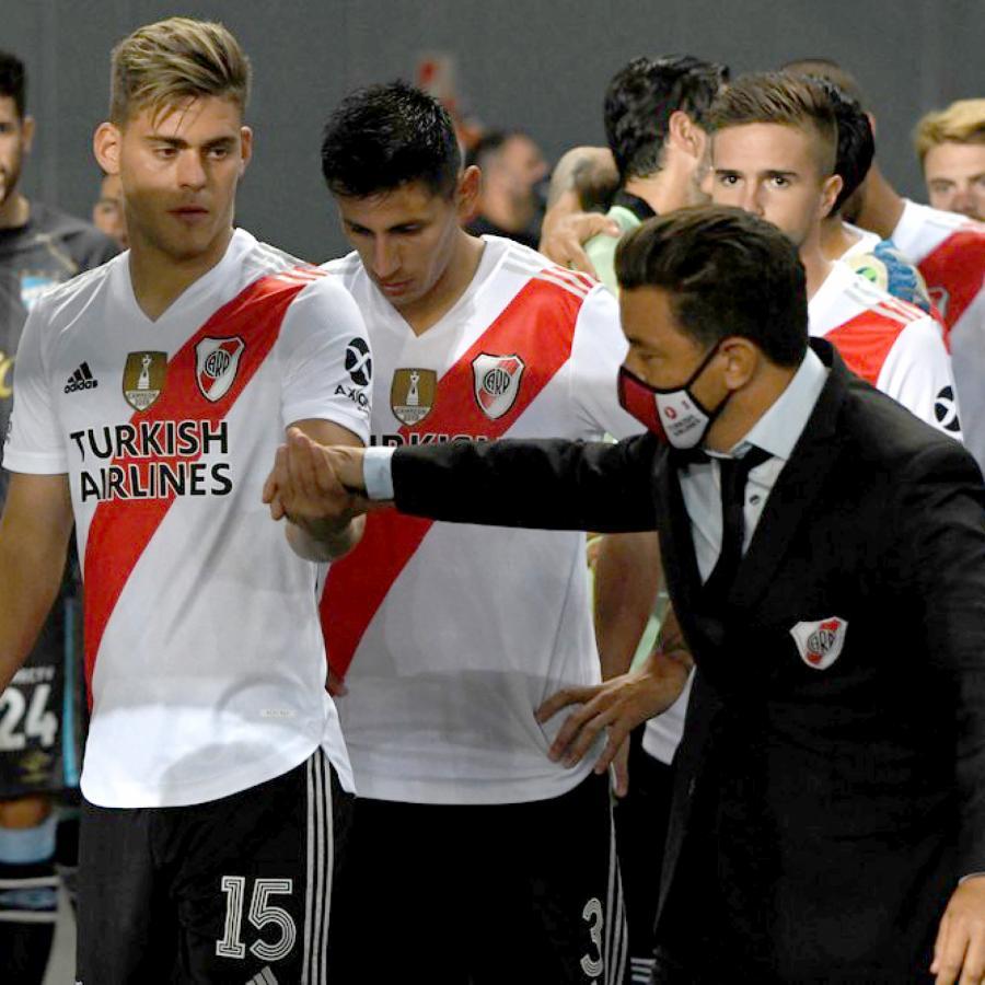 Gallardo y el último aliento a Girotti, previo al duelo ante Atlético Tucumán, por Copa Argentina. Mañana volverá a ser titular.