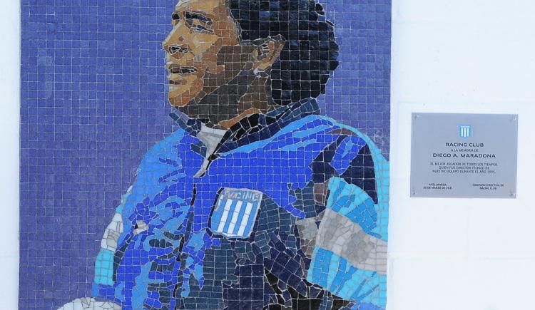 Imagen de RACING INAUGURÓ UN MURAL EN HOMENAJE A MARADONA